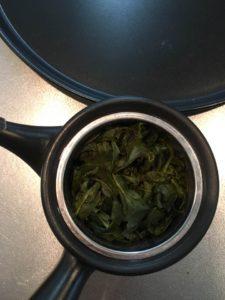 高山茶の茶葉はお湯で大きく開きます